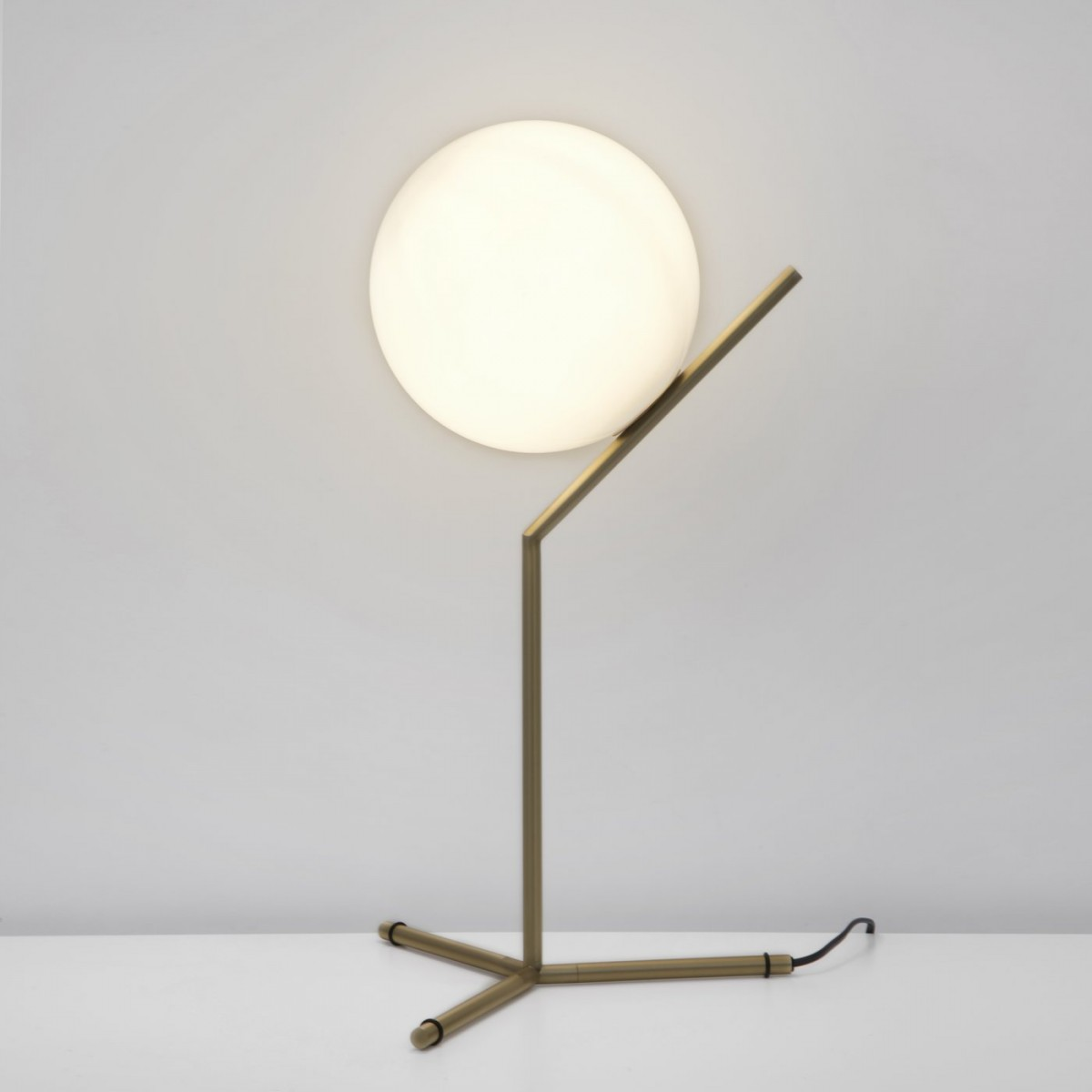 Lampade da tavolo design in luce for Lampade da tavolo design famose