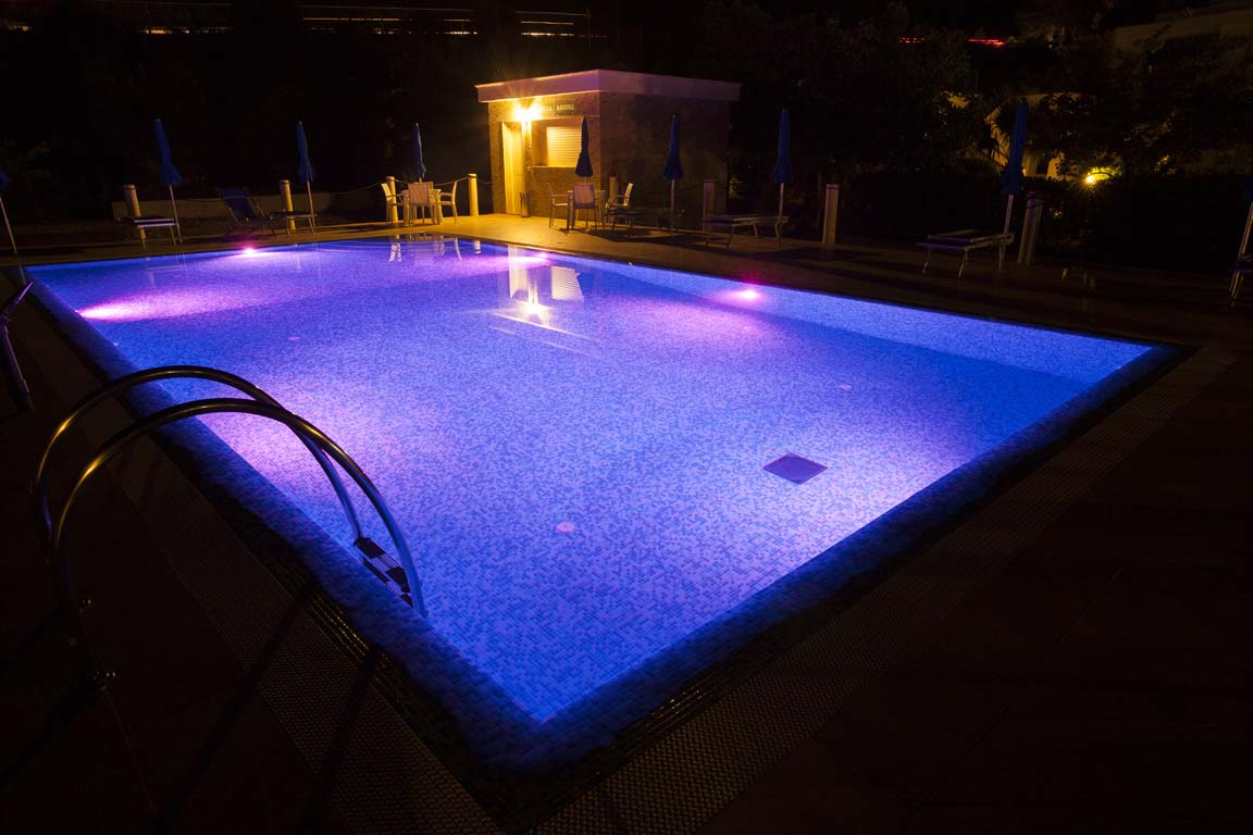 Sommersione design in luce - Luci per piscina ...