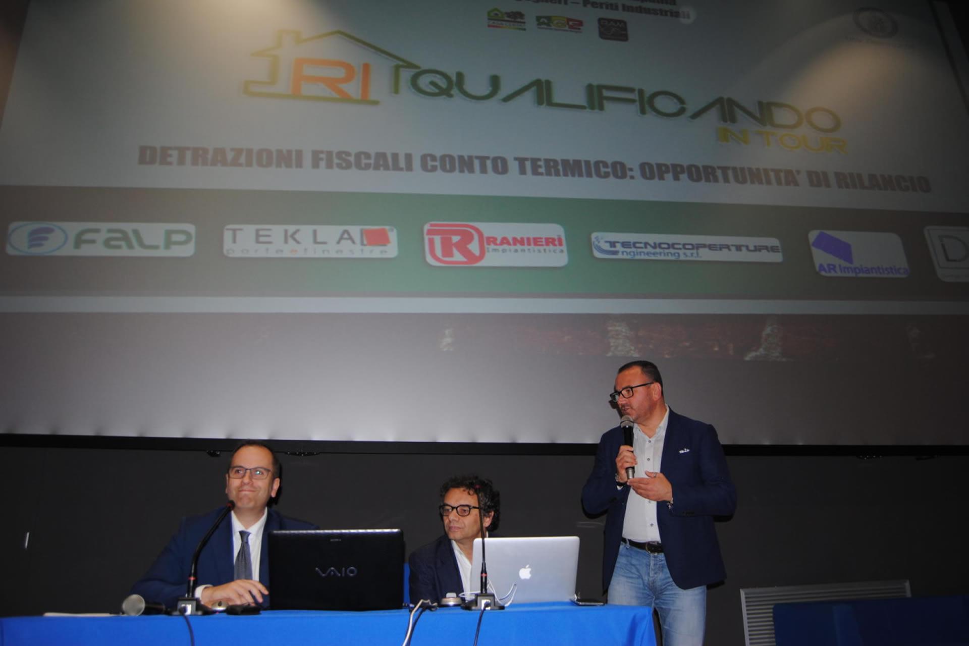 Tekla Porte E Finestre con l'evento di napoli riqualificando in tour chiude i